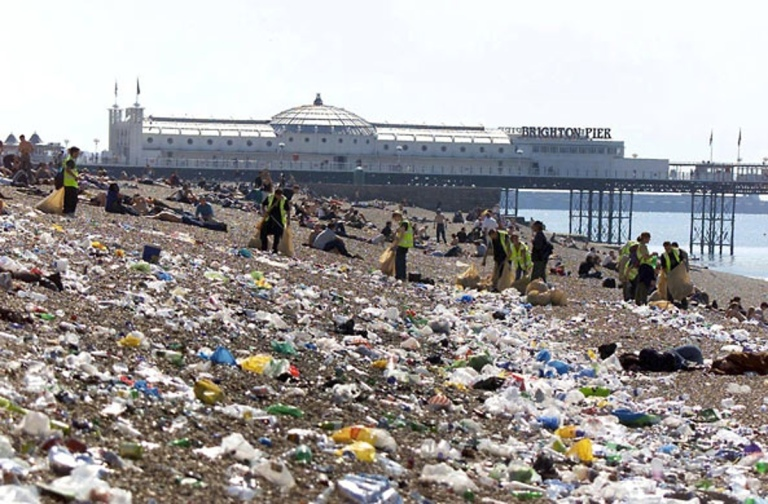 Beach-litter-Brighton-Wor-006